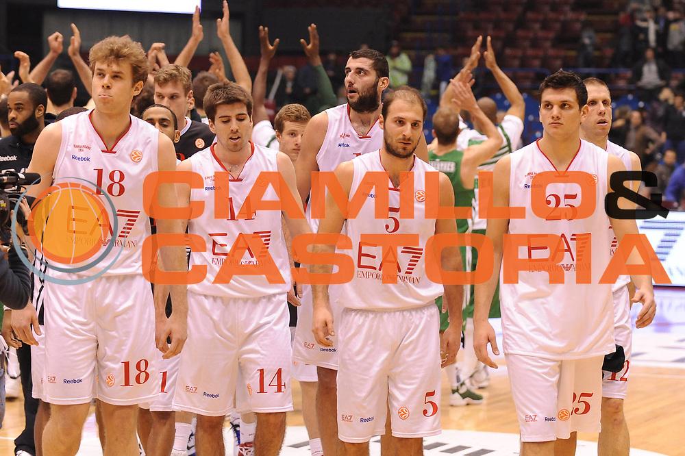 DESCRIZIONE : Milano Eurolega 2011-12 EA7 Emporio Armani Milano Panathinaikos Atene<br /> GIOCATORE : Team Milano <br /> CATEGORIA : delusione<br /> SQUADRA : EA7 Emporio Armani Milano <br /> EVENTO : Eurolega 2011-2012<br /> GARA : EA7 Emporio Armani Milano Panathinaikos Atene<br /> DATA : 19/01/2012<br /> SPORT : Pallacanestro <br /> AUTORE : Agenzia Ciamillo-Castoria/M.Marchi<br /> Galleria : Eurolega 2011-2012<br /> Fotonotizia : Milano Eurolega 2011-12 EA7 Emporio Armani Milano Panathinaikos Atene<br /> Predefinita :