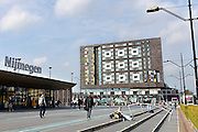 Nederland, Nijmegen, 1-10-2014De nieuwe poptempel van Nijmegen wordt vandaag officieel in gebruik genomen met optredens van o.a. De Staat en Going back to the zoo.Doornroosje begon in 1970 als alternatief jongerencentrum en groeide uit tot een van de meest toonaangevende podia van Nederland voor popmuziek en vernieuwende moderne muziek. Het nieuwe complex is bekostigd doordat erboven door de SSHN studentenflats en studentenkamers gebouwd zijn.FOTO: FLIP FRANSSEN/ HOLLANDSE HOOGTE