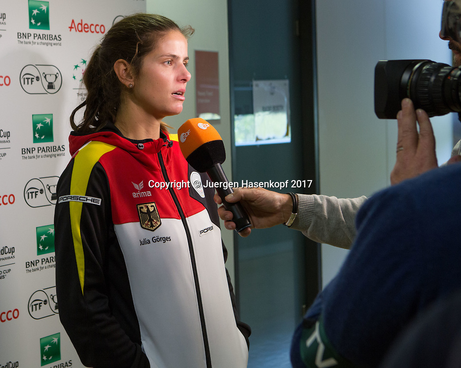 GER-UKR, Deutschland - Ukraine, <br /> Porsche Arena, Stuttgart, internationales ITF  Damen Tennis Turnier, Mannschafts Wettbewerb,<br /> JULIA GOERGES (GER) im ZDF Interview.