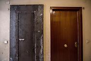 Una plancha de hierro tapa la puerta del piso de Emilia Montoya Vazquez, horas despues de ser deahuciada por la policia. Emilia Montoya vivia con su hijo y su nuera, desempleados, y con tres de sus nietos de 3, 6 y 7 anos de edad.