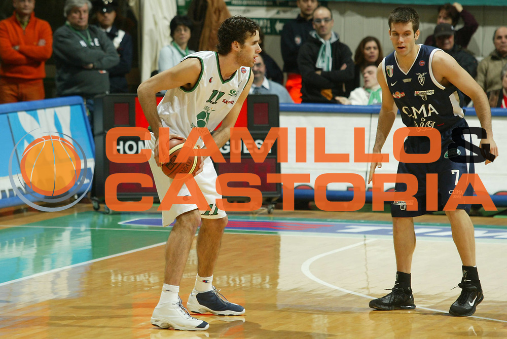 DESCRIZIONE : Siena Lega A1 2005-06 Montepaschi Siena Climamio Fortitudo Bologna <br /> GIOCATORE : Datome <br /> SQUADRA : Montepaschi Siena <br /> EVENTO : Campionato Lega A1 2005-2006 <br /> GARA : Montepaschi Siena Climamio Fortitudo Bologna <br /> DATA : 08/01/2006 <br /> CATEGORIA : Passaggio <br /> SPORT : Pallacanestro <br /> AUTORE : Agenzia Ciamillo-Castoria/G.Ciamillo