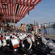 NLD/Huizen/20060916 - Botterfestival 2006 Huizen, kraam met horloges