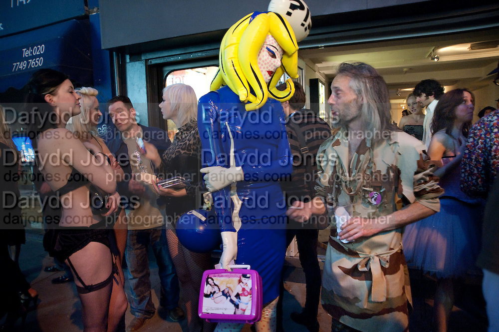 Kate Lomas; Isis Holt; Hannah Domagala; Pandemonia Panacea; Ben Westwood. ;;, Spawn: Bound, An exhibition of work by Ben Westwood. Bodhi Gallery. Brick Lane, 28 May 2009.  *** Local Caption *** -DO NOT ARCHIVE-© Copyright Photograph by Dafydd Jones. 248 Clapham Rd. London SW9 0PZ. Tel 0207 820 0771. www.dafjones.com.<br /> Kate Lomas; Isis Holt; Hannah Domagala; Pandemonia Panacea; Ben Westwood. ;;, Spawn: Bound, An exhibition of work by Ben Westwood. Bodhi Gallery. Brick Lane, 28 May 2009.