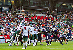 12.07.2011, Tivoli Stadion, Innsbruck, AUT, American Football WM 2011, Group A, United States of America (USA) vs Mexico (MEX), im Bild Übersicht Stadion, mit 4500 Zuschauern bei einem Fieldgoal der USA // during the American Football World Championship 2011 Group A game, USA vs Mexico, at Tivoli Stadion, Innsbruck, 2011-07-12, EXPA Pictures © 2011, PhotoCredit: EXPA/ J. Feichter