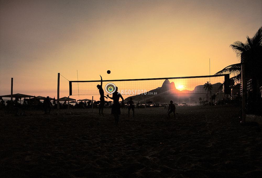 Volei de praia em Ipanema / Beach volleyball at Ipanema, Rio de Janeiro City