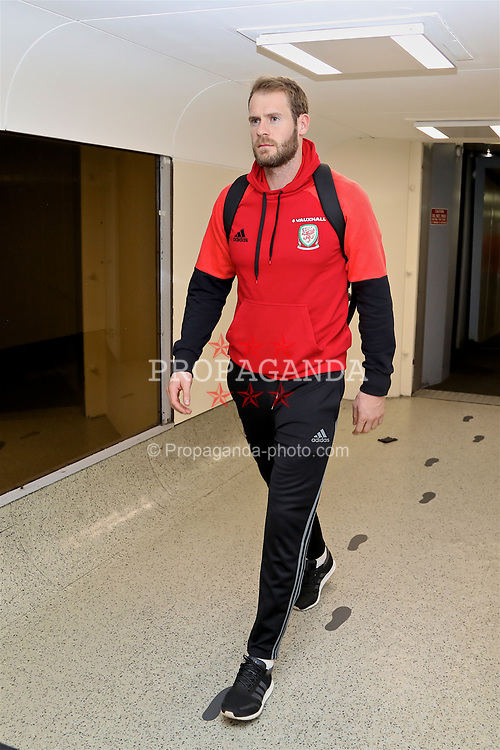 DUBLIN, REPUBLIC OF IRELAND - Thursday, March 23, 2017: Wales' goalkeeper Owain Fon Williams arrives at Dublin Airport ahead of the 2018 FIFA World Cup Qualifying Group D match against Republic of Ireland. (Pic by David Rawcliffe/Propaganda)
