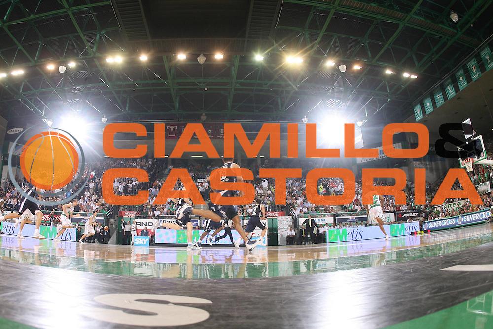 DESCRIZIONE : Treviso Lega A1 2005-06 Play Off Finale Gara 4 Benetton Treviso Climamio Fortitudo Bologna <br /> GIOCATORE : Palverde Tifosi Panoramica <br /> SQUADRA : Benetton Treviso <br /> EVENTO : Campionato Lega A1 2005-2006 Play Off Finale Gara 4 <br /> GARA : Benetton Treviso Climamio Fortitudo Bologna <br /> DATA : 20/06/2006 <br /> CATEGORIA : <br /> SPORT : Pallacanestro <br /> AUTORE : Agenzia Ciamillo-Castoria/G.Ciamillo