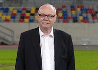 Wolf Werner, Vorstand Sport, von Fortuna Düsseldorf steht am 27.06.2013 während des offiziellen Fototermins in Düsseldorf (Nordrhein-Westfalen) in der Esprit Arena. Foto: Federico Gambarini/dpa