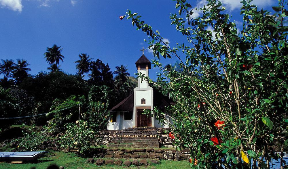 Hübsche Kirche mit Garten, Hiva Oa, Französisch Polynesien * Nice church with garden, Hiva Oa, French Polynesia