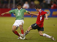 SAN FRANCISCO, CAL   25-01-2006<br /> <br /> Pavel Pardo, (#8 Mexico), Rudi Petter (#7 Norway) during friendly match between Mexico and Norway at Monster Park stadium in San Francisco, California, on January, 25, 2006<br /> <br /> <br /> <br /> FOTO ©ALEJANDRO MELENDEZ  Clasos/Graffiti