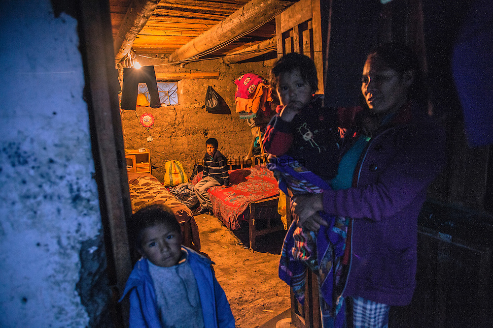 Andrea, 6 figli, disoccupata. Vive in una struttura fatiscente a Chacas. L'OMG le ha costruito una casa dove andrà presto a vivere. Chacas, Ancash, Peru. A group of brave Italian volunteers of the no-profit Italian movement OMG, Operazione Mato Grosso, together with their spiritual leader Father Ugo De Censi, fight against poverty and misery in the villages of the Peruvian Andes since 1967, helping these poor people with their hard work. They gave everything for them, they dedicated their life to them, without never asking anything in return. A great life adventure, based on compassion and love.