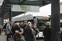 Mannheim. 01.03.17 | BILD- ID 043 |<br /> Innenstadt. Plankenumbau. Auswirkungen auf den Stra&szlig;enbahnverkehr. Am Hauptbahnhof informieren rnv Mitarbeiter &uuml;ber die Plan&auml;nderungen und Streckenverbindungen.<br /> Bild: Markus Prosswitz 01MAR17 / masterpress (Bild ist honorarpflichtig - No Model Release!)