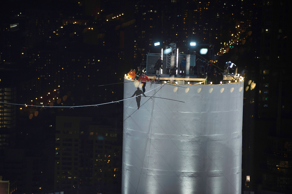 Photo by Michael R. Schmidt-Chicago, IL-November 2, 2014<br />Nik Wallenda walks across the Chicago River on a tightrope Sunday evening in Chicago. Wallenda crossed the Chicago River from Marina City's West Tower to the Leo Burnett building on Wacker Drive.