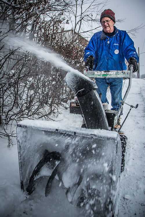 Bob Letha Flint battles the results of a freakish spring snow storm, Anchorage