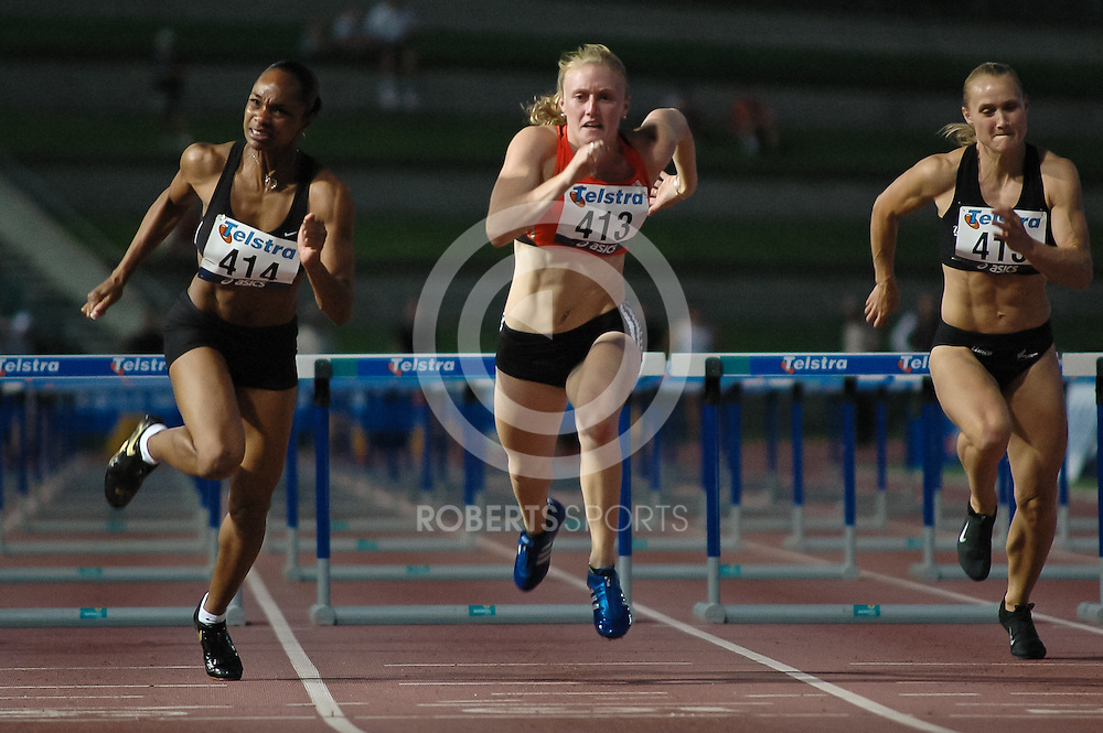 Double World 100m hurdles champion, Michelle Perry (USA) dips for the line with Australian champion Sally McLellan, at the 2007 Telstra A-Series in Sydney Australia.