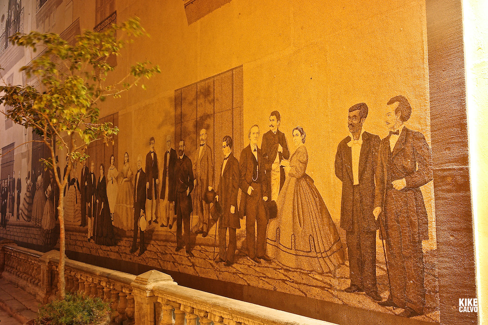 Sand Mural in Old Havana is located on the side of building on Mercaderes St. It depicts many of the principal figures in the history of Cuba from the 18th and 19th centuries.