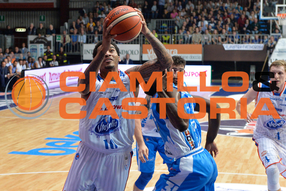 DESCRIZIONE : Cant&ugrave; Lega A 2015-16 Acqua Vitasnella Cantu' vs Dinamo Banco di Sardegna Sassari<br /> GIOCATORE : LaQuinton Ross<br /> CATEGORIA : Tiro sequenza<br /> SQUADRA : Acqua Vitasnella Cantu'<br /> EVENTO : Campionato Lega A 2015-2016<br /> GARA : Acqua Vitasnella Cantu'  Dinamo Banco di Sardegna Sassari<br /> DATA : 12/10/2015<br /> SPORT : Pallacanestro <br /> AUTORE : Agenzia Ciamillo-Castoria/I.Mancini<br /> Galleria : Lega Basket A 2015-2016  <br /> Fotonotizia : Acqua Vitasnella Cantu'  Lega A 2015-16 Acqua Vitasnella Cantu' Dinamo Banco di Sardegna Sassari   <br /> Predefinita :
