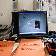 Sur l'écran de Angelo, l'image du portable de la victime n° 13; Angelo récupère les images des portables pour trouver des correspondances pour l'identification des victimes.