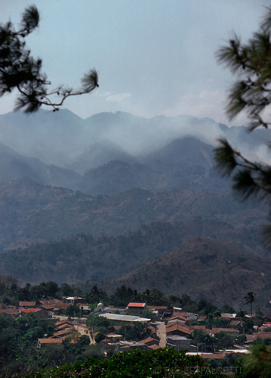 SAN ANTONIO LOS RANCHOS, CHALATENANGO, EL SALVADOR- MAY 2000: The ciudad (town) of San Antonio Los Ranchos in Department de Chalatenango, El Salvador. (Photo by Robert Falcetti). .