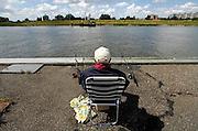 Nederland, Krimpen aan den IJssel, 16-6-2008Een oudere man, vist met twee hengels in de Hollandsche IJssel en geniet op een rustig plekje van zijn oude dag.Foto: Flip Franssen/Hollandse Hoogte