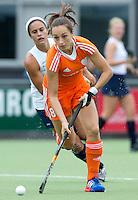 EINDHOVEN - Floor Ouwerling, zaterdag bij de oefenwedstrijd tussen het Nederlands team van Jong Oranje Dames en dat van de Vernigde Staten. Volgende week gaat het WK-21 in Duitsland van start. FOTO KOEN SUYK