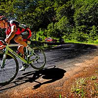 Frankrijk, Le Lioran, 06-07-2016<br /> Wielrennen, Tour de France, 5e etappe.<br /> Van Limoges naar Le Lioran.<br /> Greg Van Avermaet van de BMC ploeg op een plek met gesmolten asfalt voorzichtig in de afdaling van de Col du Perthus op weg naar de etappewinst en de Gele Trui.<br /> Foto: Klaas Jan van der Weij