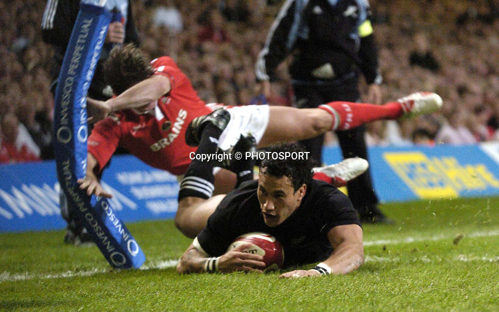 Rico Gear breaks past Shane Williams for his second try during the centenary test match vs Wales at Millennium Stadium, Cardiff, Saturday 5 November 2005. The All Blacks won the match.New Zealand won the match 41-3. NZ USE ONLY  Photo: Sportsbeat Images/PHOTOSPORT<br />