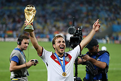 13.07.2014, Maracana, Rio de Janeiro, BRA, FIFA WM, Deutschland vs Argentinien, Finale, im Bild Matchwinner Mario Goetze (GER) mit dem WM-Pokal // during Final match between Germany and Argentina of the FIFA Worldcup Brazil 2014 at the Maracana in Rio de Janeiro, Brazil on 2014/07/13. EXPA Pictures © 2014, PhotoCredit: EXPA/ Eibner-Pressefoto/ Cezaro<br /> <br /> *****ATTENTION - OUT of GER*****