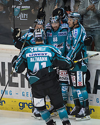 23.09.2016, Keine Sorgen Eisarena, Linz, AUT, EBEL, EHC Liwest Black Wings Linz vs Dornbirner Eishockey Club, 3. Runde, im Bild Dan DaSilva (EHC Liwest Black Wings Linz) feiert das 4 zu 0 // during the Erste Bank Icehockey League 3rd round match between EHC Liwest Black Wings Linz and Dornbirner Eishockey Club at the Keine Sorgen Icearena, Linz, Austria on 2016/09/23. EXPA Pictures © 2016, PhotoCredit: EXPA/ Reinhard Eisenbauer