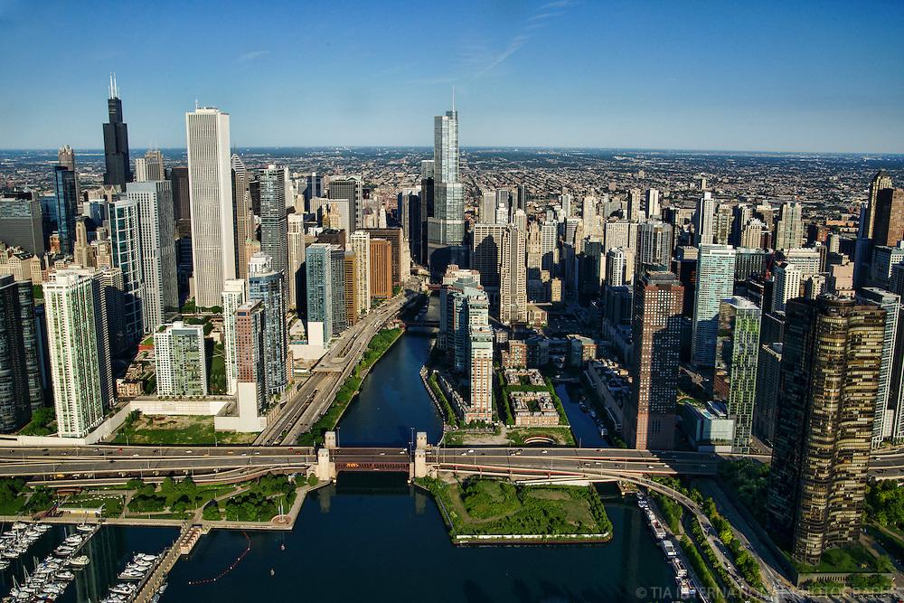 Chicago Skyline featuring Lake Shore Drive & Chicago Riverwalk