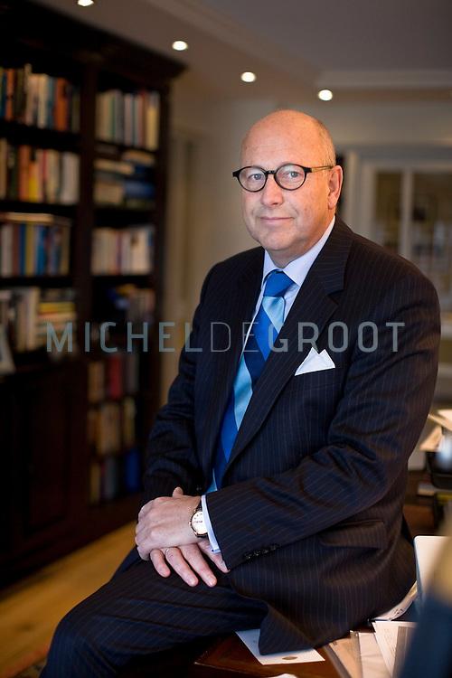 Roelf Hendrik de Boer is een Nederlands bestuurder en voormalig politicus, minister van Verkeer en Waterstaat en Vice Premier voor de LPF.