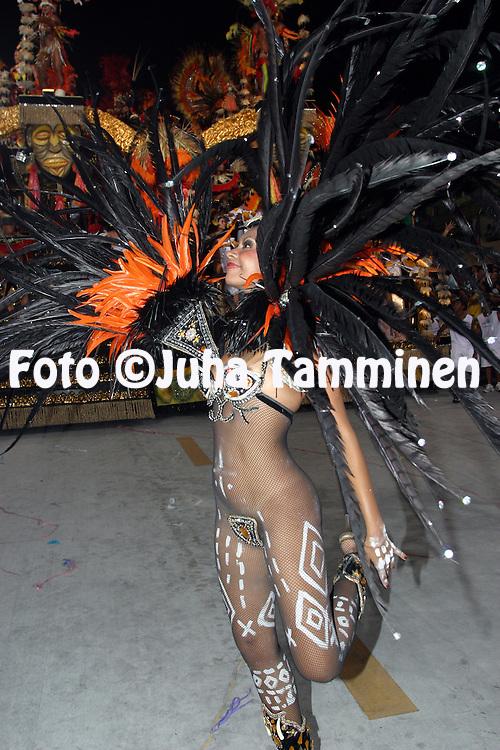 22.02.2004, Samb?dromo, Rio de Janeiro, Brazil..Carnaval 2004 - Desfile das Escolas de Samba, Grupo de Acesso A / Carnival 2004 - Parades of the Samba Schools..Desfile de / Parade of:  GRES Unidos de Vila Isabel.©Juha Tamminen