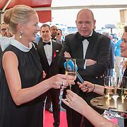 NLD/Amsterdam/201905225 - Amsterdamdiner 2019, Mabel neemt een glas champagne