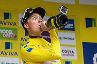 Sykkel<br /> Foto: imago/Digitalsport<br /> NORWAY ONLY<br /> <br /> Edvald BOASSON HAGEN ( NOR / MTN Qhubeka p/b Samsung ) zelebriert seinen Gesamtsieg bei der Rundfahrt und filmt sich selber mit einer Kamera - Siegerehrung - Ehrung - Auszeichnung - Zeremonie - Zelebrierung - Ceremony - Jubel - Freude - Emotionen - Mimik - Gestik - Querformat - quer - horizontal - Event / Veranstaltung: 12. Tour of Britain 2015 - Stage 8 / 8.Etappe: London nach London 86.8 km - Location / Ort: London - Great Britain - Grossbritannien - Europe - Europa - Date / Datum: 13.09.2015