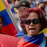 Miles de ciudadanos salieron a las calles para protestar contra el mega apagón que afectó a Venezuela. Thousands of citizens took to the streets to protest against the Mega blackout affecting Venezuela.