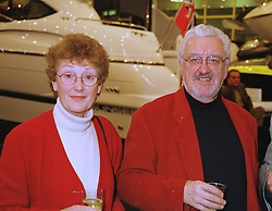 MR & MRS BERNARD CRIBBINS at a reception in London on 14th January 1999.MNE 16