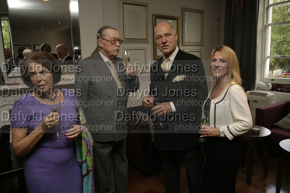 Mr. and Mrs. Alan Whicker,  John Dick and Mickey La Barthe TARYN ROSE cocktail preview at Morton's Club Room hosted by Taryn Rose and Anne Crossland. Mortons. London. 11 September 2006. ONE TIME USE ONLY - DO NOT ARCHIVE  © Copyright Photograph by Dafydd Jones 66 Stockwell Park Rd. London SW9 0DA Tel 020 7733 0108 www.dafjones.com
