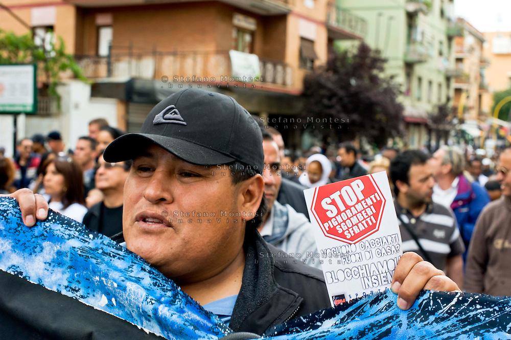 Roma 30  Maggio 2013<br /> Manifestazione  dei Blocchi Precari Metropolitani per chiedere  il blocco degli sfratti e pignoramenti al quartiere Centocelle