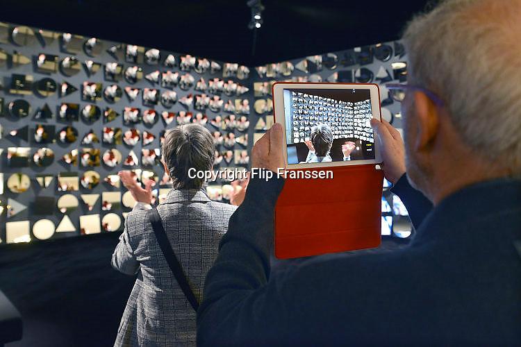 Nederland, Maastricht, 17-3-2017Tefaf, The European Fine Art Fair in het MECC. Dit is de grootste kunstbeurs in Europa en ter wereld.  Onder de topstukken bevindt zich een vroeg werk van Vincent van Gogh .Foto: Flip Franssen