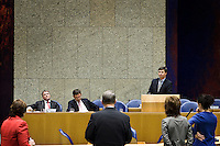 Nederland. Den Haag, 18 februari 2010.<br /> In vak K : Bos, Rouvoet en Balkenende. Achter de interruptiemicrofoon : Verdonk, van der Vlies, Kant, Halsema, <br /> Spoeddebat in de Tweede Kamer over de ontstane crisissituatie binnen het kabinet over Uruzgan, daags voor de val van het vierde kabinet Balkenende.<br /> Foto Martijn Beekman