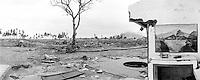 Zwischen Banda Aceh und Lamteungoh ein vom Tsunami zerstoerte Ortschaft und Haeuser.<br /> Between Banda Aceh and Lamteungoh destroyed landscape and houses.<br /> <br /> Murat Tueremis<br /> Germany<br /> +49-171-5437080.<br /> email: murattueremis@t-online.de