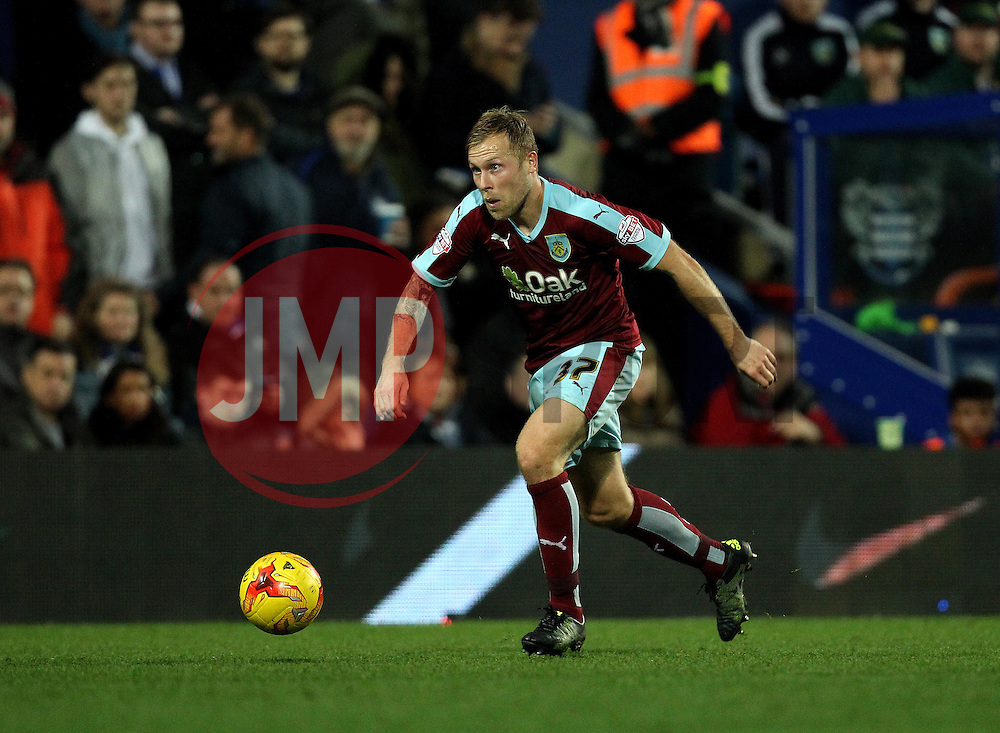 Scott Arfield of Burnley - Mandatory byline: Robbie Stephenson/JMP - 12/12/2015 - Football - Loftus Road - London, England - Queens Park Rangers v Burnley  - Sky Bet Championship