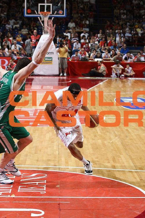 DESCRIZIONE : Milano Lega A 2008-09 Playoff Finale Gara 4 Armani Jeans Milano Montepaschi Siena<br /> GIOCATORE : Mike Hall<br /> SQUADRA : Armani Jeans Milano <br /> EVENTO : Campionato Lega A 2008-2009 <br /> GARA : Armani Jeans Milano Montepaschi Siena<br /> DATA : 16/06/2009<br /> CATEGORIA : penetrazione<br /> SPORT : Pallacanestro <br /> AUTORE : Agenzia Ciamillo-Castoria/C.De Massis