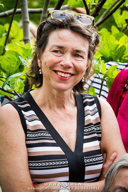 NLD/Amsterdam/20160509 - Boekpresentatie 'Het boek van Jet', moeder Karin van Munster