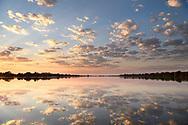 Sonnenaufgang über dem Rio Paraguay im Pantanal, Brasilien<br /> <br /> Sunrise over the Rio Paraguay in the Pantanal, Brazil
