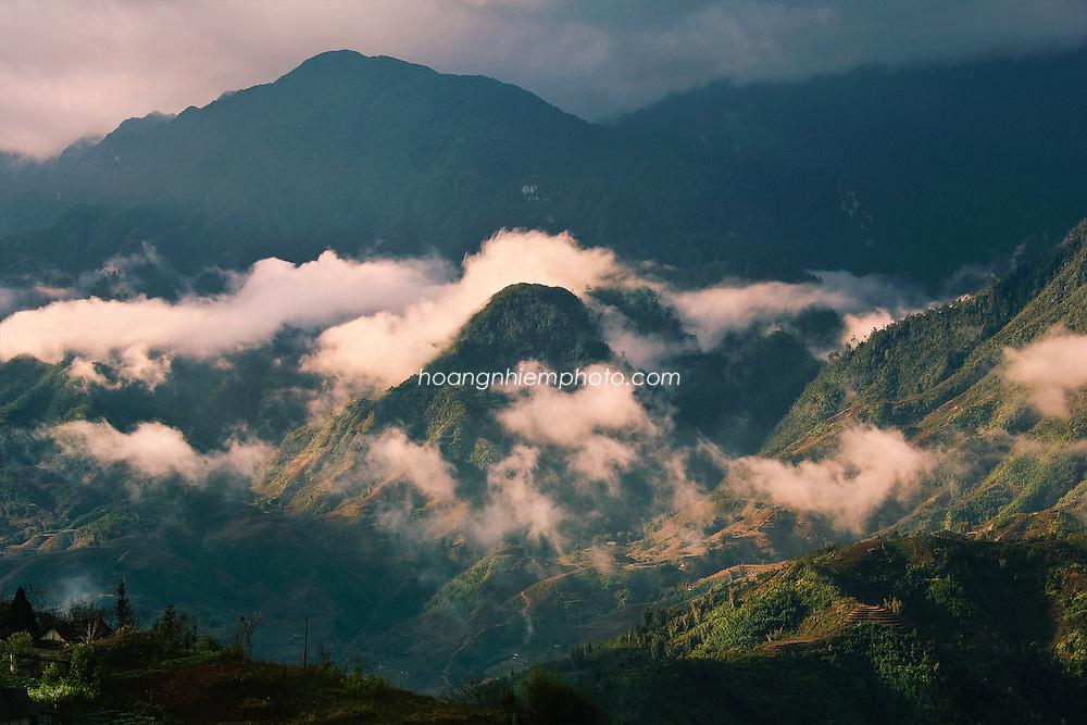 Vietnam Images-landscape-Mountain view and cloud in Sapa. phong cảnh việt nam Hoàng thế Nhiệm