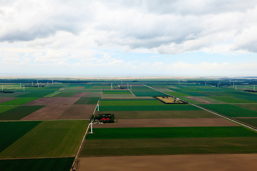 Nederland, Flevoland, Dodaarsweg, 22-05-2011; verkaveling in de polder, Oostvaardersplassen aan de horizon.Land division in the polder, new nature area Oostvaardersplassen at the horizon..luchtfoto (toeslag), aerial photo (additional fee required).foto/photo Siebe Swart