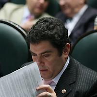 Toluca, Mex.- El diputado Juan Carlos Nuñez del PAN, durante la sesion del Congreso del Estado de Mexico donde se discue el decreto para la aprobacion de la ley de ingresos. Agencia MVT / Mario Vazquez de la Torre. (DIGITAL)<br /> <br /> <br /> <br /> <br /> <br /> <br /> <br /> NO ARCHIVAR - NO ARCHIVE