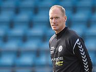 Assistenttræner Morten Rasmussen (Slagelse) under opvarmningen til kampen i 2. Division mellem Slagelse B&I og FC Helsingør den 6. oktober 2019 på Slagelse Stadion (Foto: Claus Birch).