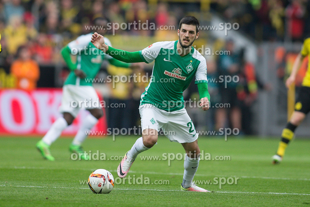 02.04.2016, Signal Iduna Park, Dortmund, GER, 1. FBL, Borussia Dortmund vs SV Werder Bremen, 28. Runde, im Bild Florian Grillitsch (SV Werder Bremen #27) // during the German Bundesliga 28th round match between Borussia Dortmund and SV Werder Bremen at the Signal Iduna Park in Dortmund, Germany on 2016/04/02. EXPA Pictures &copy; 2016, PhotoCredit: EXPA/ Eibner-Pressefoto/ Sch&uuml;ler<br /> <br /> *****ATTENTION - OUT of GER*****